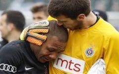Jogador brasileiro sai chorando de campo após série de ataques racistas na Sérvia