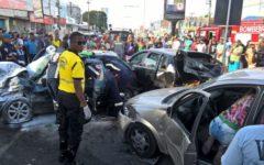 Acidente deixa sete feridos na Avenida João Durval, em Feira de Santana