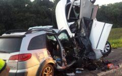 Carros batem de frente, e quatro pessoas morrem na BR-277