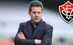"""""""Vitória foi superior nas duas partidas contra o Vasco na Copa do Brasil"""", diz técnico Argel Fucks"""